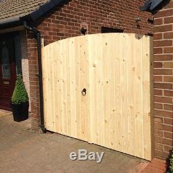 Wooden Driveway Gates! 6ft Highest Point 6ft Wide (3ft Each Gate) Free Fixing Kit